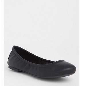 BLACK FAUX LEATHER SCRUNCH BALLET FLAT (WW)